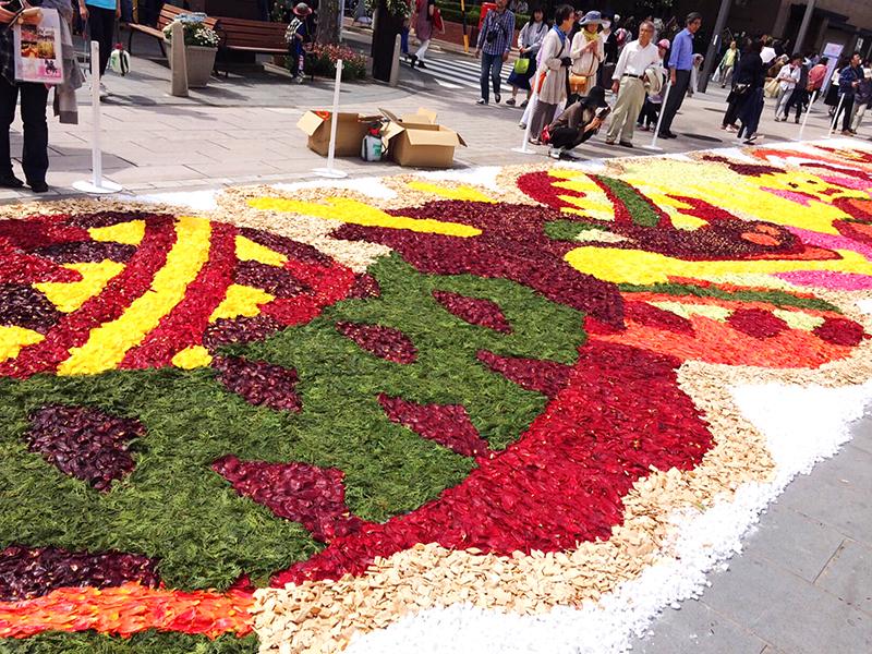 長野市善光寺へ続く参道で行われる花回廊の風景