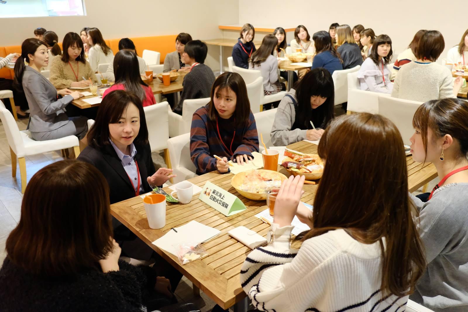 【企業×女子会】のイベント風景