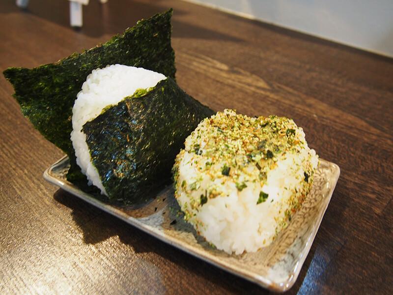 川中島のはぜかけ米を使った大きなおにぎりが、なんと塾生は一つ100円!