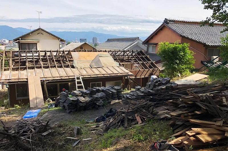 2018年6月には、躯体を残し、下屋部分を解体。古材を整理し、肥料や燃料として活用(写真提供:『まち畑プロジェクト』)