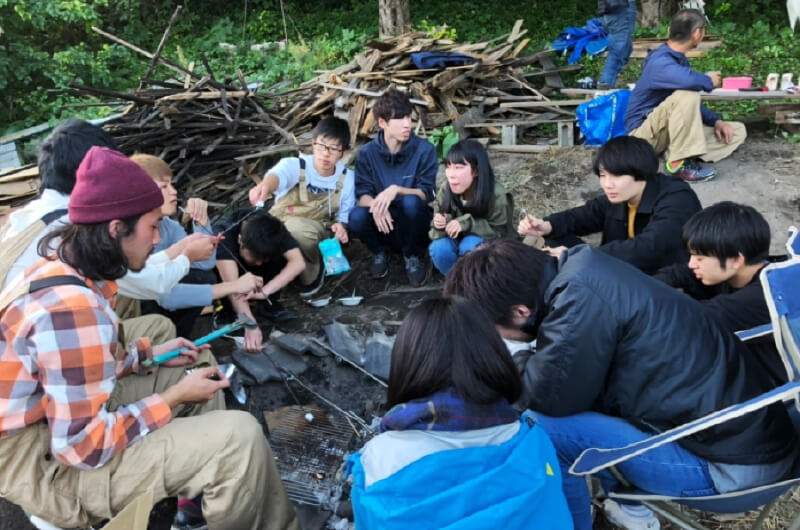 改修作業を通して、学生を中心としたワークショップも開催。少しずつ、手つかずだった荒地に、人のにぎわいが生まれていった(写真提供:『まち畑プロジェクト』)