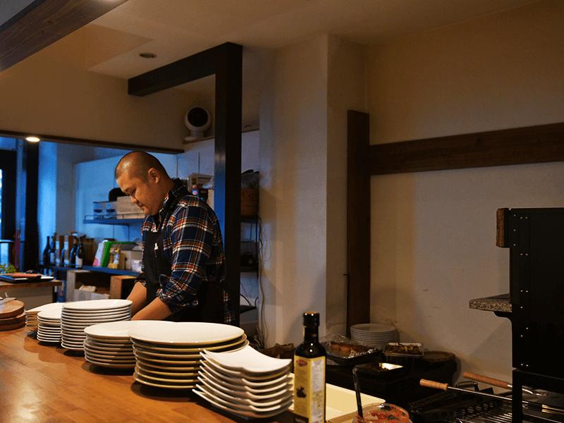 """「イタリアンやフレンチの中でも、各家庭で親しまれてきた""""手作りの味""""、そんなあたたかな食卓が思い浮かぶような、飾らず親しめる""""楽しい食事""""を、この場所で届けていきたいです」"""