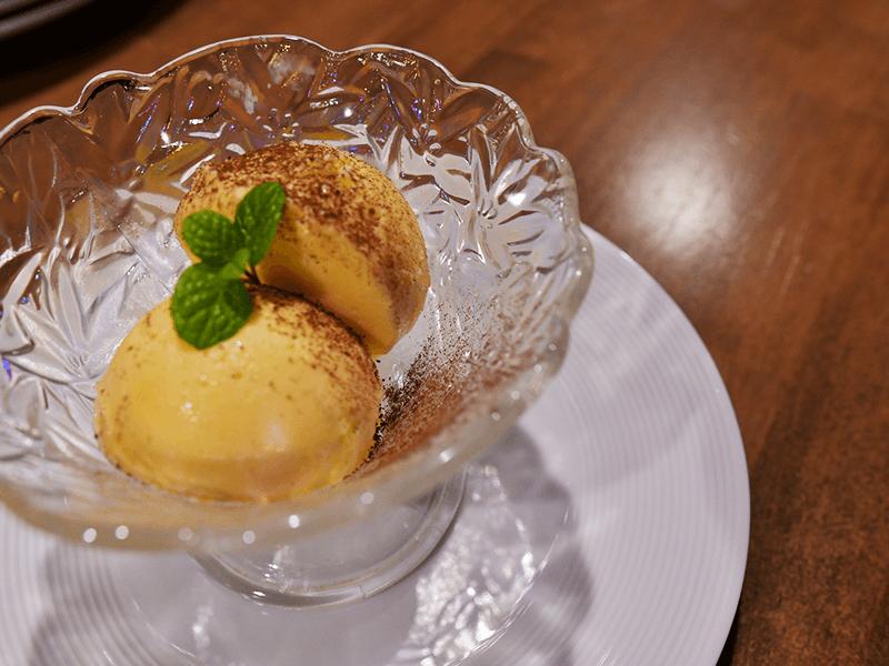 ホテルコック時代に、さまざまな料理のジャンルを経験してきた岩田さん。自然の素材を活かしたドルチェも手作り。