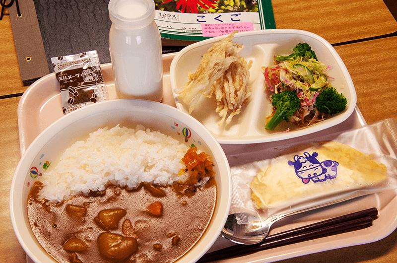 """""""給食""""は、平野さんが毎日献立を考えて調理。"""