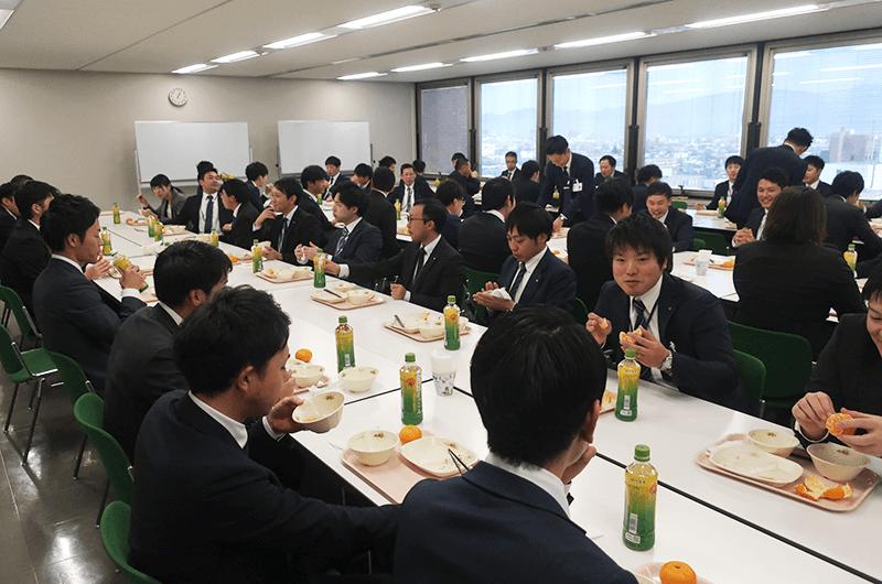 企業研修や若者向けイベントでのケータリングの様子(写真提供:【給食CAFE】HUNGRY)
