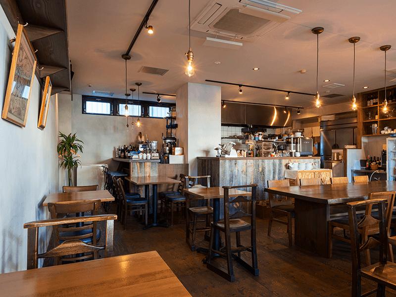 落ち着きのある空間作りで多くの人気店が誕生。古木™を使って改修した長野市の人気フレンチ&イタリアンレストラン「kuland②」もそのひとつ