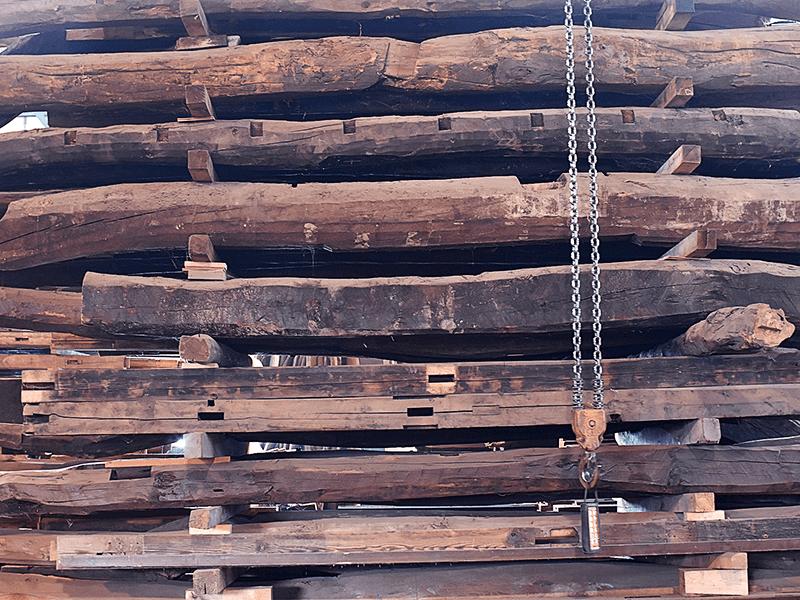 長い年月をかけて十分に乾燥された古木™は新材に勝る強度で、防虫性も向上しており、有害な化学物質の心配もない