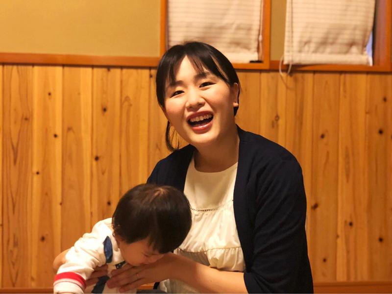 男の子と女の子、ふたりのお子さんのママでもある倉石さん。ブログでは【長野市子連れでも楽しめる、お食事スポット】などライフスタイルにあった飲食店の紹介もしている(写真提供:芹田不動産)