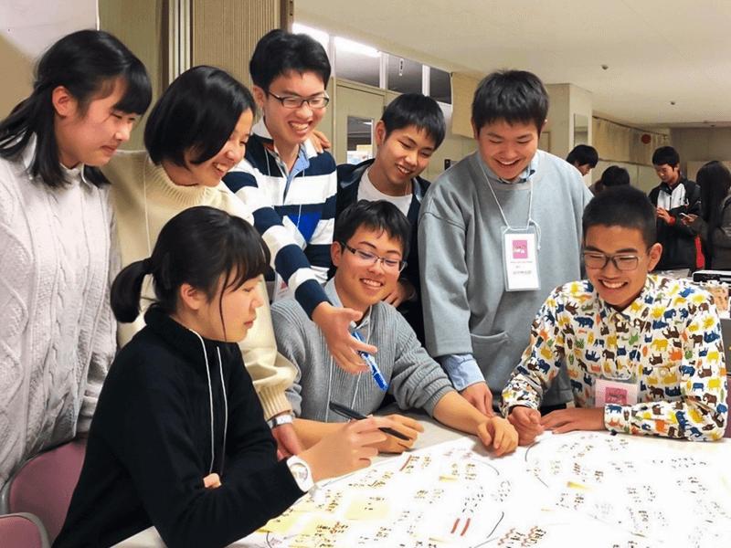 Fourth Placeのメンバーはいずれも高校生。放課後や休日に集まって活動方針などを話し合っています(写真提供:中澤さん)