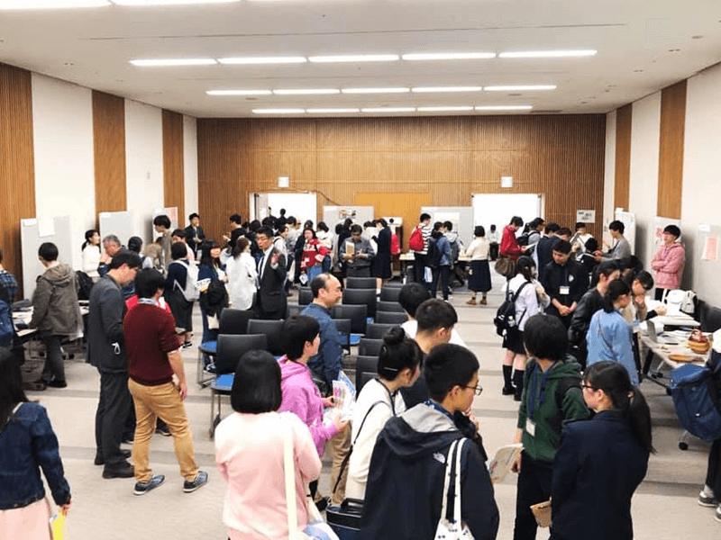 昨年開催された新学期応援フェスの様子。長野市内外の高校・大学から100名を超える参加者が集まりました(写真提供:長野県NPOセンター)