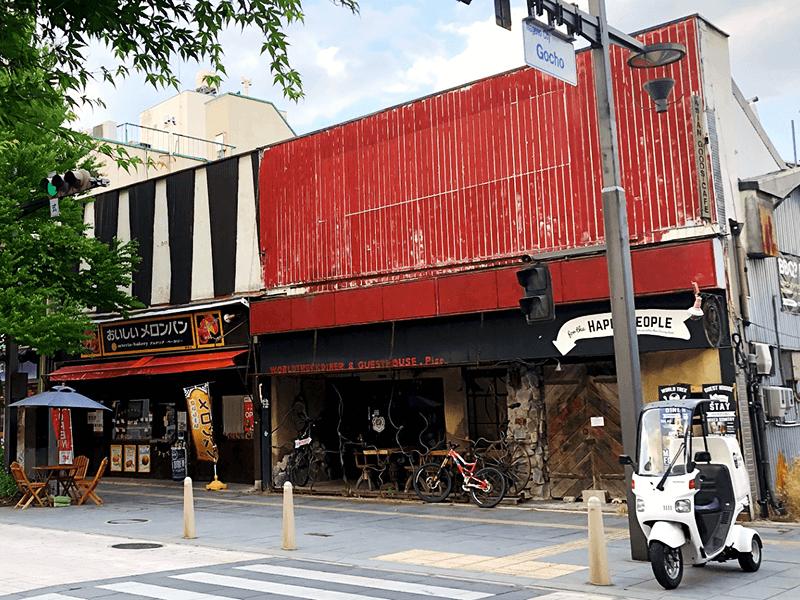 現在の「村上商事」の拠点は、新型コロナウイルスの影響で休業をしている長野中央通り沿いのゲストハウス&バー「pise(ピセ)」。同店が営業再開した場合はコラボ企画なども考えているそう