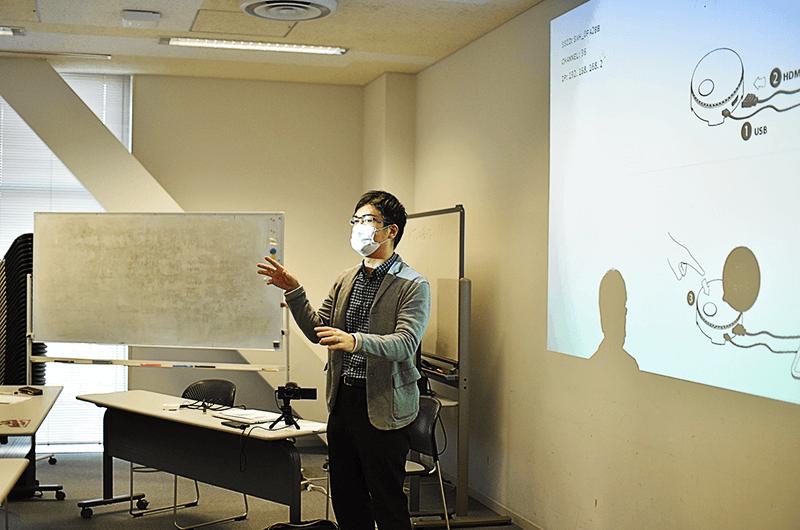 「公共放送と大学による産学連携のロゴマーク制作は極めて珍しい」と話す信州大学の蛭田直先生
