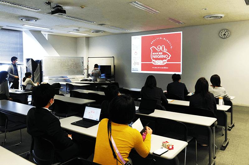 """ロゴに決定したテーマ「水引」は長野県の伝統工芸である水引の結びでもっとも少ない3本を使い、放送を介して""""つながる""""イメージを表現。"""