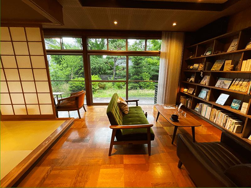 店内を流れる音楽は和大さんがセレクト。あまりの安らぎに、時には読書をしながら眠ってしまう人もいるのだとか