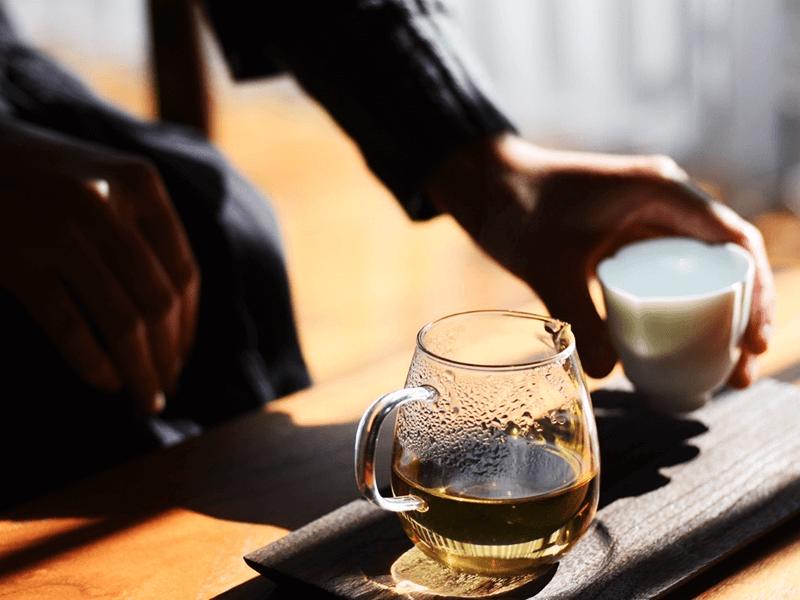 味だけでなく、香りや茶葉の美しさなど、五感を使って楽しむ中国茶