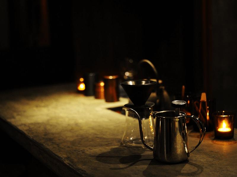 19〜22時の予約制で営業する「珈琲 月薫」。コーヒーのコースメニューも
