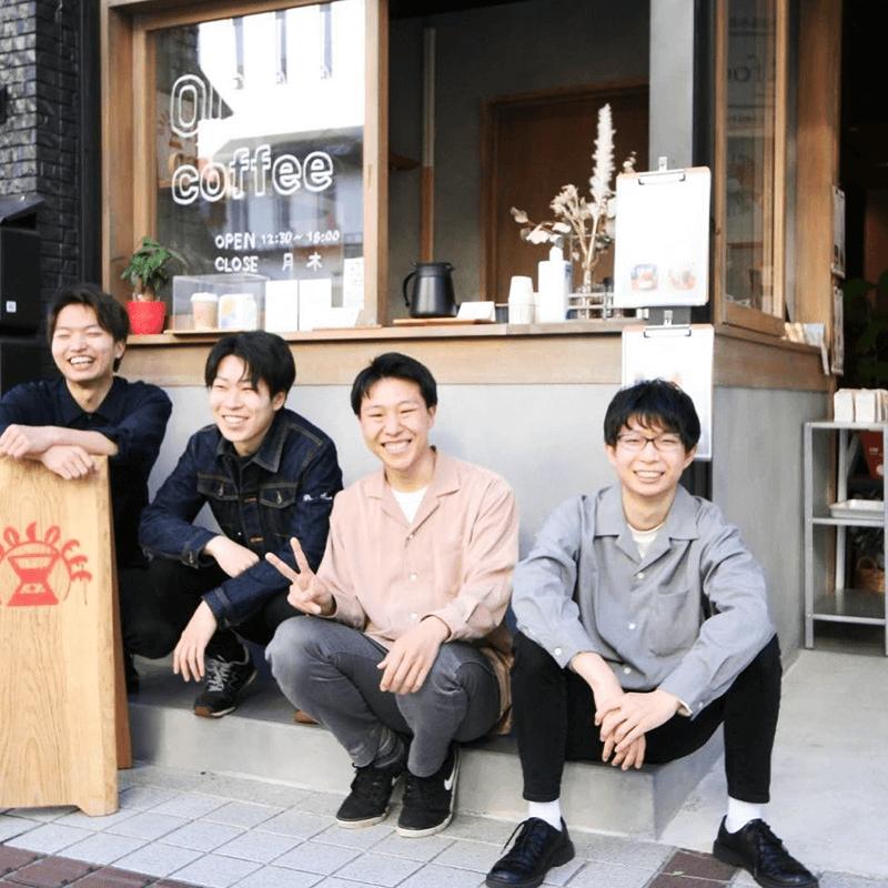 ODDO coffeeを運営するメンバー。4人とも長野県立大学に通う学生で、講義などそれぞれの予定に合わせてシフトを組み、12時から18時の営業を続けている(月・木曜定休)(提供:ODDO coffee)